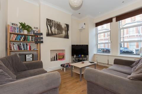 3 bedroom flat for sale - Tremadoc Road, Clapham, SW4
