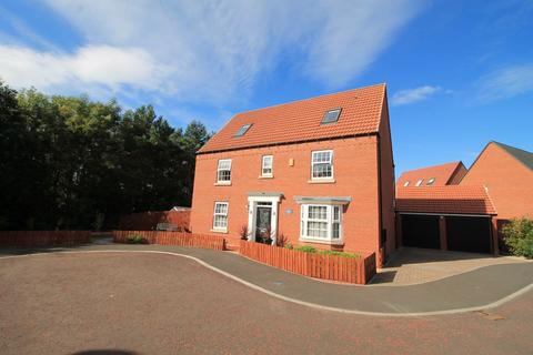 6 bedroom detached house for sale - Dovestone Close, Teal Farm, Washington, Tyne and Wear, NE38 8FD