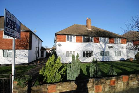 2 bedroom maisonette for sale - Stonecot Hill, Sutton