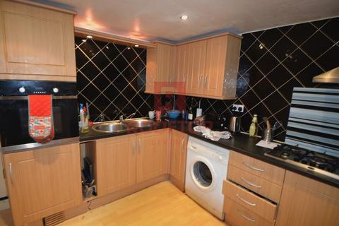 8 bedroom house to rent - Hessle Place, Leeds