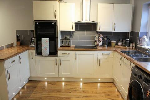 3 bedroom semi-detached house for sale - Lindow Street, Leigh