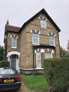 Studio to rent - Langley Road, Beckenham