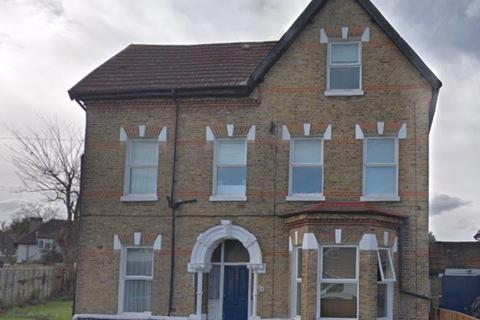 Studio to rent - Langley Road, Beckenham