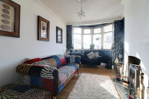 3 bedroom bungalow for sale - North Crescent, Southend on Sea