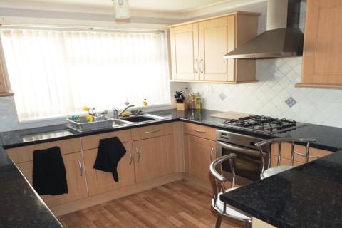 3 bedroom end of terrace house to rent - Pevensey Close, Bransholme, HU7