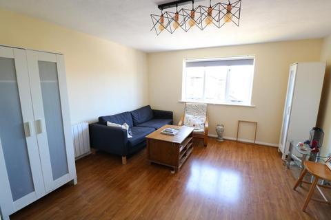 2 bedroom flat to rent - Streamside Close, Edmonton, N9
