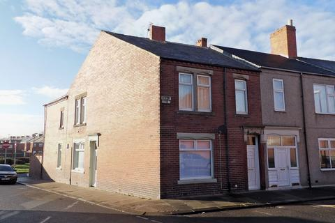 4 bedroom flat for sale - Revesby Street, West Harton, South Shields, Tyne and Wear, NE33 4SY