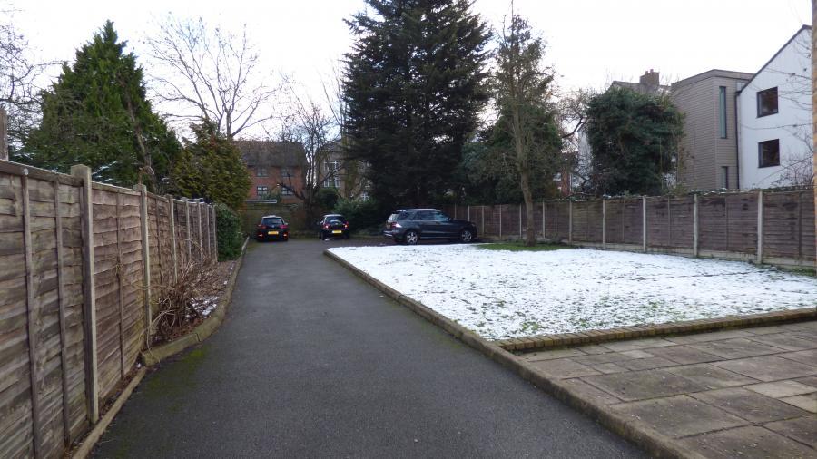 Communal garden / allocated parking
