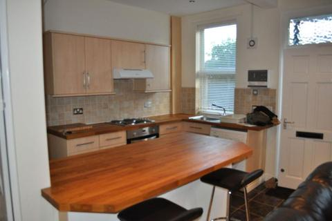 3 bedroom terraced house to rent - St Anns Avenue, Burley, Leeds