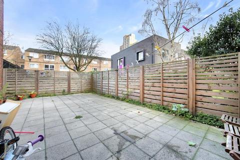 2 bedroom flat for sale - Denbury House, Talwin Street, London E3