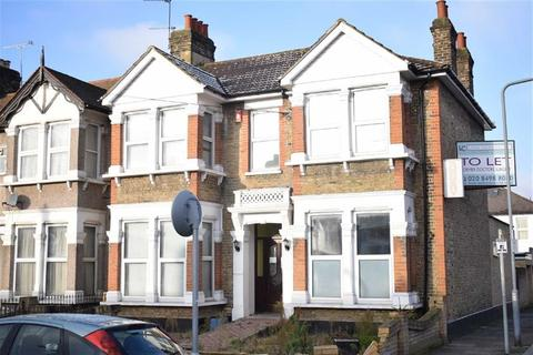 Property to rent - Courtland Avenue, Ilford, Essex