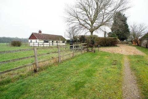 3 bedroom detached bungalow to rent - Common Farm, Braydon