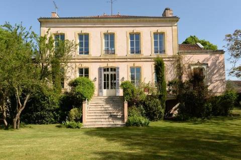8 bedroom house  - Near Aiguillon, Lot Et Garonne, Nouvelle Aquitaine