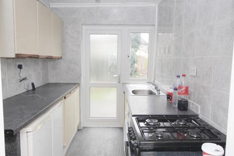 4 bedroom terraced house to rent - Crosby Road, Dagenham, Essex, RM10