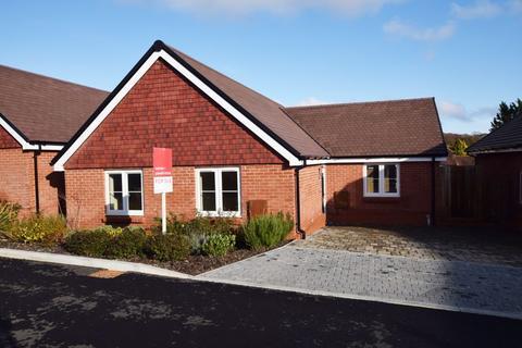 2 bedroom detached bungalow for sale - Rosings Grove, Medstead, Alton, Hampshire