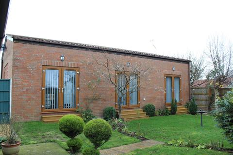 1 bedroom detached bungalow for sale - High Street, Holme-On-Spalding-Moor, York
