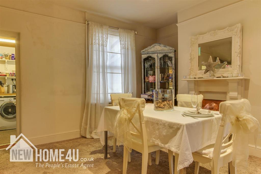 Dining room: