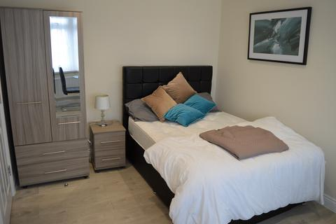Studio to rent -  Room 4 Fencepiece Road,  Ilford, IG6