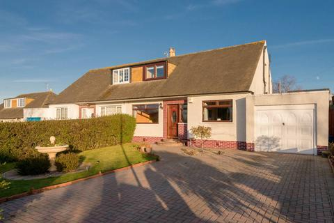 4 bedroom semi-detached house for sale - 31 Barntongate Drive, Barnton, EH4 8BE