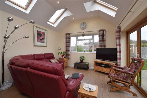 3 bedroom semi-detached house for sale - Erick Avenue, Broomfield, Chelmsford
