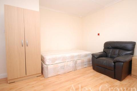 Studio to rent - Ordnance Road, Enfield
