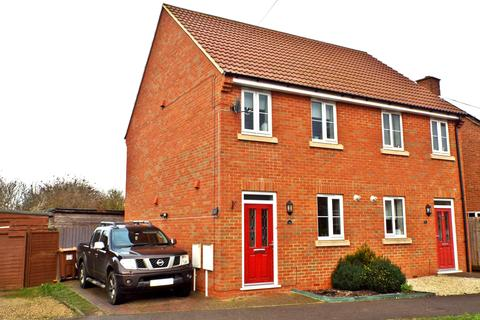 2 bedroom semi-detached house for sale - Mill Road, Bozeat, Northamptonshire, NN297JY