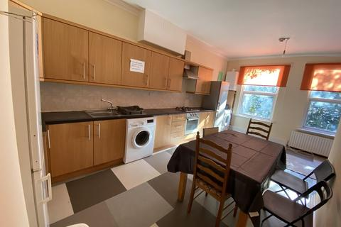 6 bedroom terraced house to rent - 27 Leicester Grove, City Centre, Six Bed, Leeds