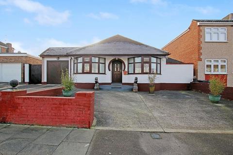 4 bedroom detached bungalow for sale - Fleet Road, Dartford