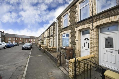 3 bedroom end of terrace house for sale - Woodland Place, Gilfach , Bargoed, Mid Glamorgan, CF81