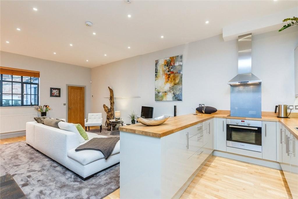 2 Bedrooms Mews House for sale in Lansdown Place Lane, Cheltenham, Gloucestershire, GL50