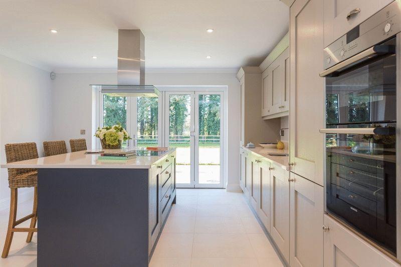 Kitchen Area  ...
