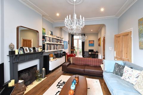 4 bedroom semi-detached house to rent - Blythe Vale SE6