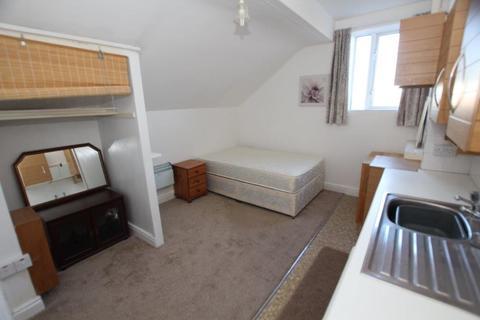 Studio to rent - Brook Lane, Chester