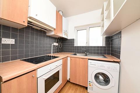 2 bedroom apartment to rent - Selborne Gardens