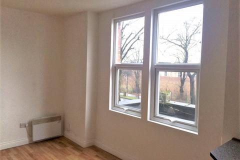 Studio to rent - Ampthill Road, Bedford MK42