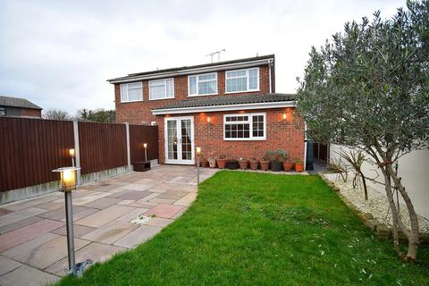 3 bedroom semi-detached house for sale - Nipsells Chase, Mayland, Chelmsford, Essex, CM3
