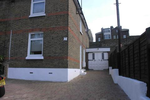 3 bedroom terraced house to rent - Gundulph Road, Rochester, Kent, ME1