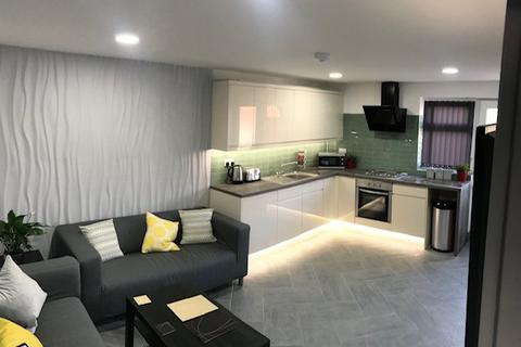 4 bedroom house share to rent - 4 VARDEN CROFT, NEWLY REFURBISHED 4 ENSUITE CLOSE TO CITYCENTRE
