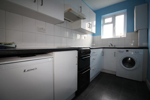 2 bedroom flat to rent - Kingston Road, Ewell KT19
