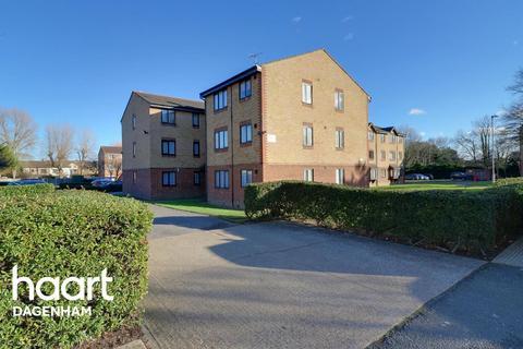 2 bedroom flat for sale - Plumtree Close, Dagenham