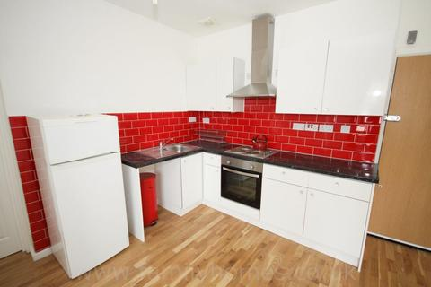 1 bedroom flat to rent - Station Street, Sittingbourne