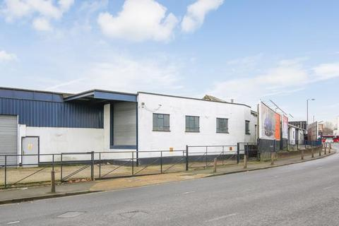 Industrial unit to rent - 491-505 , Southend Lane, London