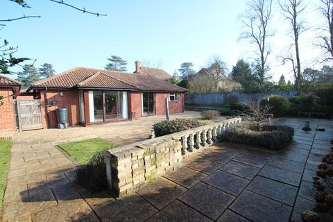 4 bedroom detached bungalow for sale - Bucklesham Road, Ipswich, IP3