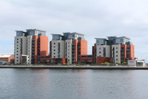 2 bedroom flat for sale - South Quay, Swansea