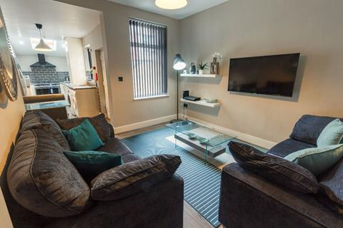 4 bedroom terraced house to rent - Ridley Road, Kensington
