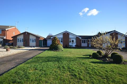 2 bedroom detached bungalow for sale - Ferndale Close, Sandbach, CW11 4HZ