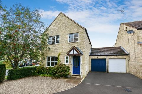 3 bedroom detached house for sale - Redwing Close, Bicester