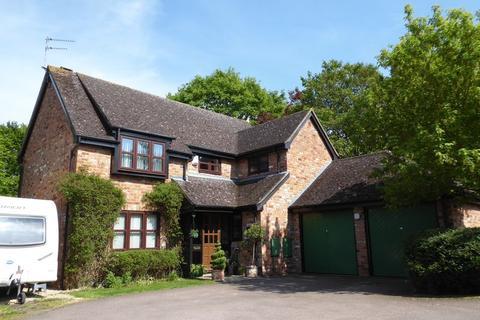 4 bedroom detached house for sale - Hunt Close, Bicester