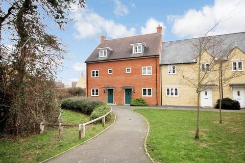 4 bedroom end of terrace house for sale - Hayday Close YARNTON * No Chain *