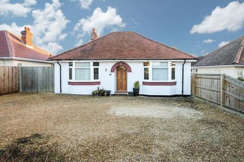 2 bedroom detached bungalow for sale - KIDLINGTON
